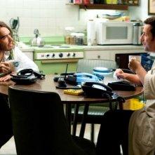 Russell Brand e Adam Sandler in una scena del film Racconti incantati