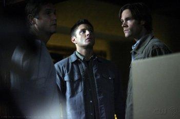 Jared Padalecki e Jensen Ackles in una scena dell'episodio Family Remains di Supernatural