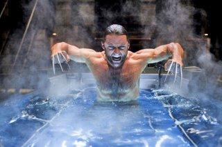 Un potente Hugh Jackman emerge dalle acque in X-Men - Le origini: Wolverine
