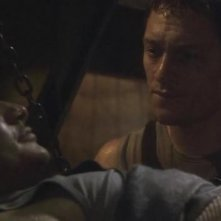 Alessandro Juliani e Tahmoh Penikett in una scena dell'episodio Faith di Battlestar Galactica