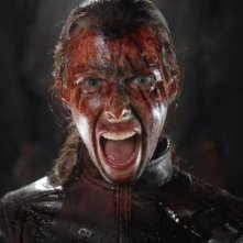 Un'insanguinata Shauna Macdonald in The Descent 2