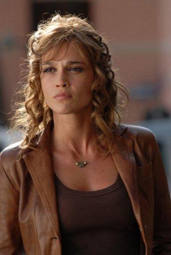 Roberta Giarrusso è Lara Rubino nella serie tv Il commissario Manara