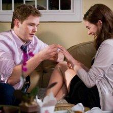 Chris Pratt e Anne Hathaway in una scena del film Bride Wars - La mia miglior nemica