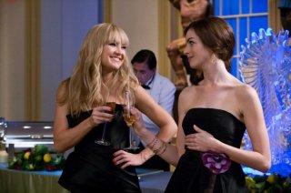 Kate Hudson e Anne Hathaway in un'immagine del film Bride Wars - La mia miglior nemica