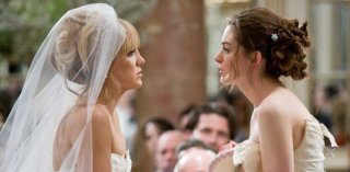 Kate Hudson e Anne Hathaway in una sequenza del film Bride Wars - La mia miglior nemica