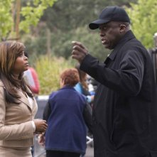 Taraji P. Henson e il regista Bill Duke sul set del film Not Easily Broken