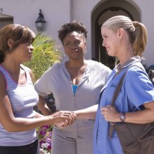 Taraji P. Henson, Jenifer Lewis e Maeve Quinlan in una scena del film Not Easily Broken
