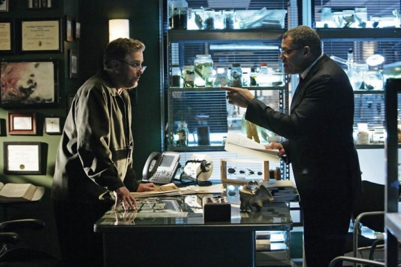 William Petersen e Laurence Fishburne in una scena dell'episodio 'One to go' della serie tv CSI Las Vegas