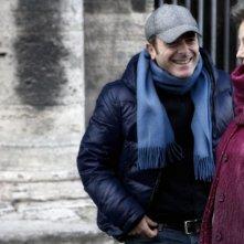 Il regista Luciano Melchionna e Stefania Sandrelli sul set della commedia Ce n'è per tutti