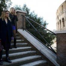 Micaela Ramazzotti e Ambra Angiolini in una scena del film Ce n'è per tutti