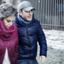 Stefania Sandrelli e il regista Luciano Melchionna sul set del film Ce n'è per tutti