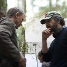 Daniel Craig e il regista Edward Zwick sul set del film Defiance - I giorni del coraggio