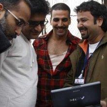 Il produttore Rohan Sippy, lo sceneggiatore Shridhar Raghavan, Akshay Kumar e il regista Nikhil Advani sul set del film Chandni Chowk to China