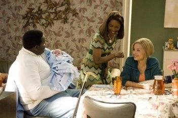 Jamal Woolard, Angela Bassett e Antonique Smith in una scena del film Notorious