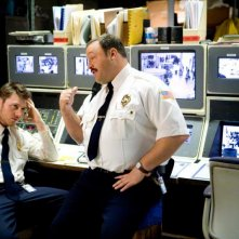 Keir O'Donnell e Kevin James in un'immagine di Paul Blart: Mall Cop
