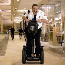Kevin James è il protagonista del film Paul Blart: Mall Cop
