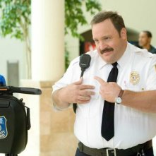 Kevin James in una scena del film Paul Blart: Mall Cop