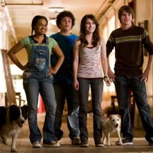 Kyla Pratt, Troy Gentile, Emma Roberts e Johnny Simmons in un'immagine del film Hotel Bau