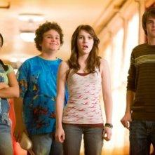 Kyla Pratt, Troy Gentile, Emma Roberts e Johnny Simmons in una scena del film Hotel Bau