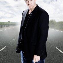 Max Beesley posa per una foto promozionale per la serie tv Survivors
