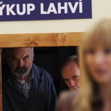 Zdenek Sverák in una scena di Vuoti a rendere