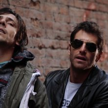 Davide Devenuto e Giampaolo Morelli in una scena della seconda stagione della serie tv L'ispettore Coliandro