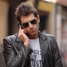 Giampaolo Morelli in una scena della seconda stagione della serie tv L'ispettore Coliandro