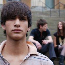 Luke Pasqualino in una scena della terza stagione della serie tv Skins