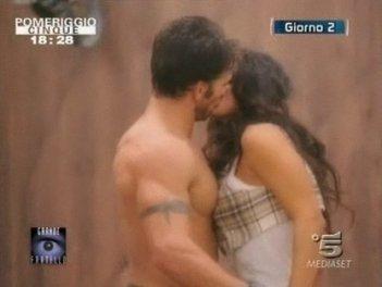 GF 9, giorno 2: il bacio tra Gianluca Zito e Cristina Del Basso