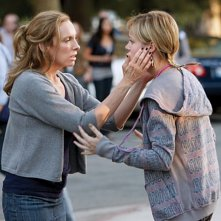 Toni Collette e Brie Larson in una scena del pilot de The United States of Tara