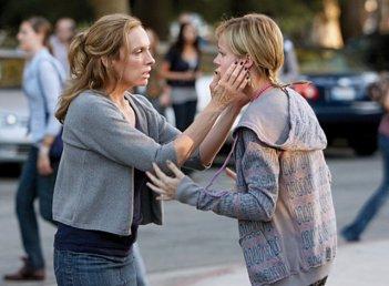 Toni Collette e Brie Larson in una scena del pilot de The United States of Tara