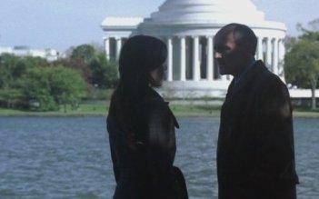 Colm Feore e Carly Pope nel quarto episodio del Day 7 di 24