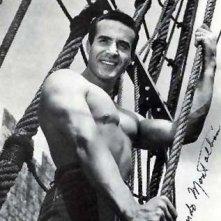 Una immagine sexy di Ricardo Montalban nei primi anni '50