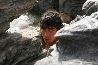 Una bella immagine di Riccardo Scamarcio in una scena tratta dal film Eden Is West