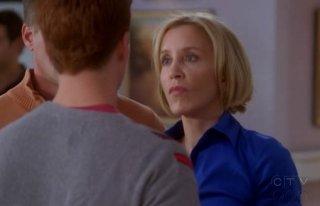 Felicity Huffman nell'episodio Connect! Connect! della quinta stagione di Desperate Housewives