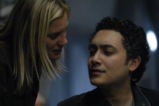 Alessandro Juliani e Katee Sackhoff in una scena dell'episodio A Disquiet Follows My Soul di Battlestar Galactica