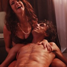 Claudia Gerini e Thomas Trabacchi in una scena del film Aspettando il sole