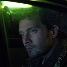 Claudio Santamaria è Toni nel film Aspettando il sole