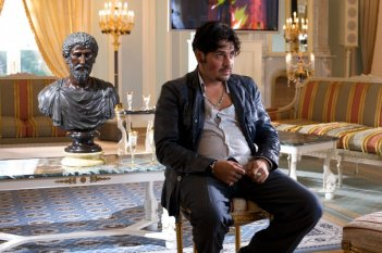 Dario Bandiera in una scena della commedia Italians, diretta da Giovanni Veronesi