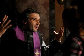 Flavio Insinna in una scena del film Ex