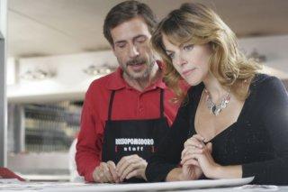 Gianmarco Tognazzi e Claudia Gerini in una scena del film Ex
