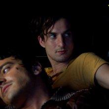 Michele Venitucci e Alessandro Tiberi in una scena del film Aspettando il sole