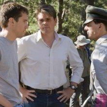 Tom Cruise, lo sceneggiatore Christopher McQuarrie e il regista Bryan Singer sul set del film Valkyrie