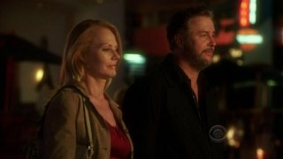 William Petersen e Marg Helgenberger in una sequenza dell'episodio 'One to go' della serie televisiva CSI Las Vegas