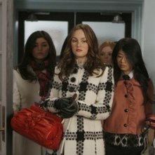 Amanda Setton, Leighton Meester e Yin Chang nell'episodio You've Got Yale di Gossip Girl