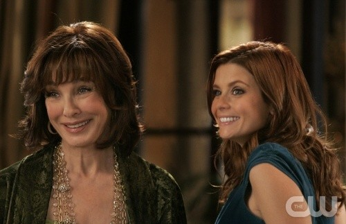 Anne Archer E Joanna Garcia In Una Scena Dell Episodio All About Love Actually Di Privileged 102651