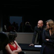 Antonia Liskova, Elena Cucci e Gianmarco Tognazzi in una scena dell'episodio Apparenze de Il bene e il male