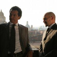 Cosimo Fusco e Umberto Procopio in una scena dell'episodio Apparenze de Il bene e il male