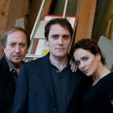 Il regista Giuseppe Piccioni, Valerio Mastandrea e Valeria Golino in una foto promozionale del film Giulia non esce la sera