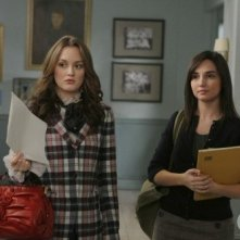 Leighton Meester e Laura Breckenridge in un momento dell'episodio You've Got Yale di Gossip Girl